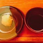 一蘭 - 「にんにく(120円)」と「オスカランの酸味(120円)」