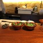 創作フレンチ鉄板Hanasaki - サラダの用意