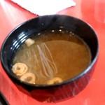 遊食彩宴 サンフラワー - 【2018.10.18(木)】唐揚げランチ(並盛)730円の味噌汁