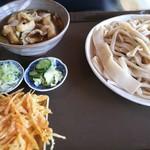 手打ち・つけ汁 うどん処 てる井 - 肉汁うどん 大盛 にんじん天ぷらハーフ