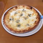 ラ・フレッチャ - クアトロフォルマッジ(4種のチーズのピッツァセット) ('18/10/18)