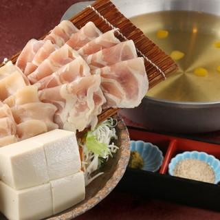 爽鶏屋こだわりの「鍋料理」で鶏肉本来の旨みを堪能できる!
