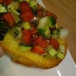 9481396 - 硬いパンの上にはトマト・胡瓜・玉葱、濃い緑の臭いのある葉っぱが乗っています