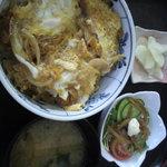 9481413 - カツ丼 サラダ みそ汁 漬け物付き 500円(税込)