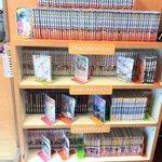 Kokoichibanya - 入口横にコミックの棚