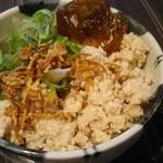 赤坂聳え別館 となり - 鶏そぼろのせご飯