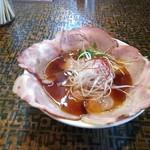 手打ち中華そば 米蔵 - ラーメンひと玉にチャーシューをトッピング・スープは元味(黒鶏のスープと書いてあった)・800円也・