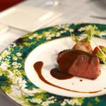 リストランテ・ベニーレベニーレ - ラルドで包んだ葡萄牛フィレ肉の低温ロースト 夏野菜の窯焼き添え