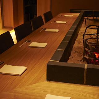 「雰囲気あるカウンター席」深夜3時まで営業。