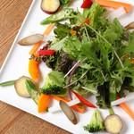 aiai - 地元野菜を使ったサラダ