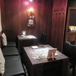 レストラン キモト - カウンター席とテーブル席が3卓有ります♪