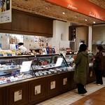 タダシ ヤナギ - 店舗外観