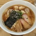 94821747 - 特製ワンタン麺(白・黒MIX)1,000円♪