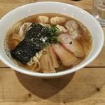 94821752 - 特製ワンタン麺(白・黒MIX)1,000円♪