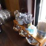 狸穴 Cafe - お水はセルフで