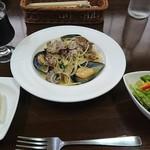 アックア モンテ - ムール貝とアサリのニンニクスパ+サラダセット 1,300円