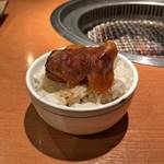 94827639 - 特選厚切り肉(サーロイン)丼