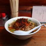 山小屋 - 料理写真:辛味噌ニンニクとんこつらーめん(麺固め)