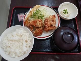 赤兵衛 - カラアゲ定食 Mサイズ 750円