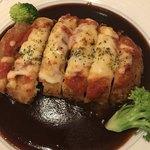 ダイニング 絵夢亭 - 国産豚のミラノ風カツレツ@1300円。ソースとチーズの相性が抜群でした(^。^)