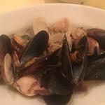 デリツィオーゾ フィレンツェ - たっぷり貝類の白ワイン蒸し レモン風味
