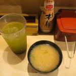 立ち寿司横丁 - ・「ランチ 横丁にぎり(\990)」の味噌汁。