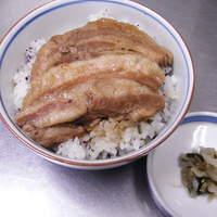 加辺屋 - 煮豚ごはんもおいしい。