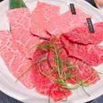 赤身肉専門 焼肉 牛進 -