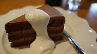 5HORN Dining - チョコレートケーキ