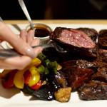 T8 Steak House - ステーキ2種類&彩り野菜盛合せ