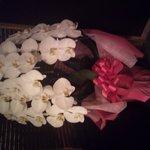 サロン クロ - 店内は落ち着いた雰囲気カラオケ、ダーツもありご飯を食べた後二次会、三次会に最適!胡蝶蘭が飾ってあり素敵でした!