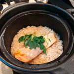 日本酒処 庵治都 - 鮭とイクラの炊き込みご飯
