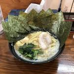 横浜らーめん 峰の家 - ラーメン並(¥680)+海苔増し(¥100)