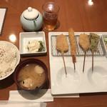 串揚げ 起世 - 串カツ定食(680円)〜串半分