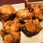 94858462 - カリッカリな歯ごたえ!鶏が美味しいです(OvO)                       絶品です。