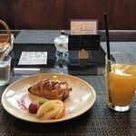 エピドルージュ - 料理写真:アップルパイとオレンジジュースをいただきました(2018.10.19)
