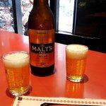 餃子天国 - 瓶ビールは、サントリーモルツ