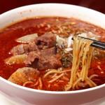 龍月館 - 黒担々牛肉麺