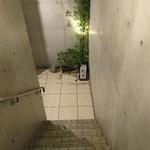 日本料理 太月 - 階段 降りて