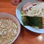 中華そば 亜雄 - 料理写真:魚介つけ麺に野菜!