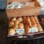 カゲツドウ パンヤ - パンの棚1