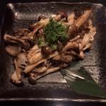 お好み焼き のろ - きのこ盛合せ(バター醤油) ¥680