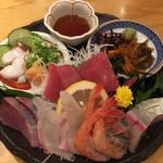 魚屋スタンドふじ子 - 魚盛り¥995(税別)