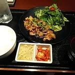 黒毛和牛食べ放題 みやもと牧場 - ホルモン味噌ダレ定食(肉1.5倍)