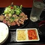 黒毛和牛食べ放題 みやもと牧場 - カルビとハラミ定食(肉1.5倍)