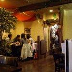 ラジャ - 2008/11月:店内の様子(奥のテーブル席)
