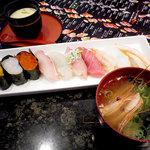 氷見回転寿司 粋鮨 - 料理写真:特上にぎり10貫ランチ:1407円