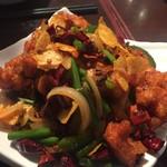 蓬溪閣 - ヤヴァイ辛さの鶏肉の四川風炒め →の唐辛子の量を見ればどんだけ辛いかおわかりでしょ