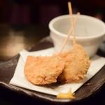 食彩酒席 ビカヴォ - 黒はんぺんの串揚げ(2本)@300円:通常は、3本で450円。お一人様には数量調整していただけます。