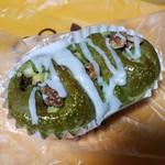 森のパン屋 - 抹茶色が美しい「西尾抹茶とコロコロお芋 (170円)」